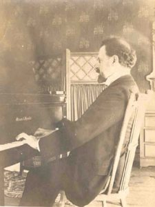 Stojowski at the piano, 1910s.
